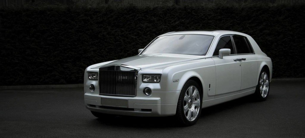 pearl-white-rolls-royce-phantom-by-project-kahn_1_1440x655c